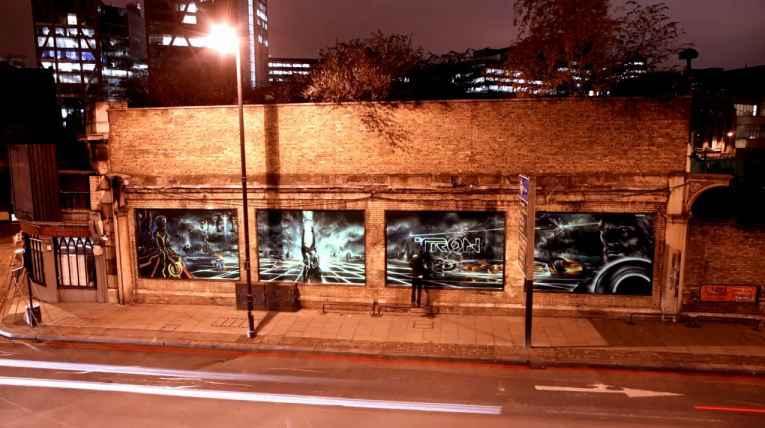 graffiti une fresque murale de tron legacy en 3d neozone. Black Bedroom Furniture Sets. Home Design Ideas