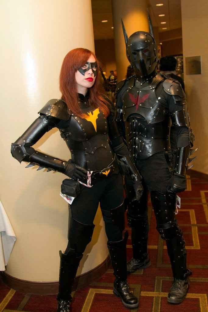 Une photo de cosplay de Batman et Batgirl en mode Steampunk