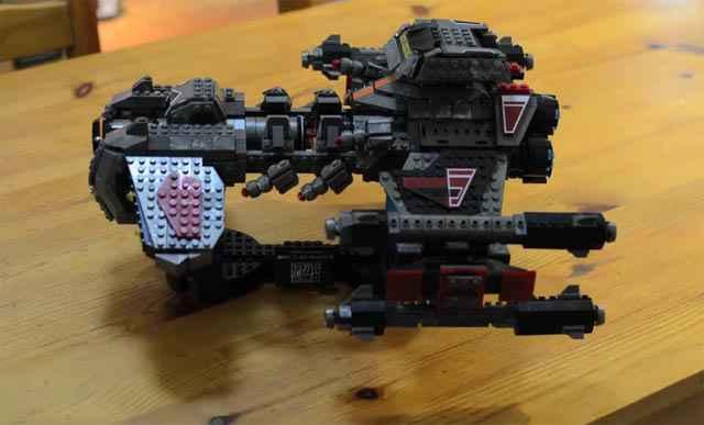 Un BattleCruiser de Starcraft 2 intégralement réalisé en Lego