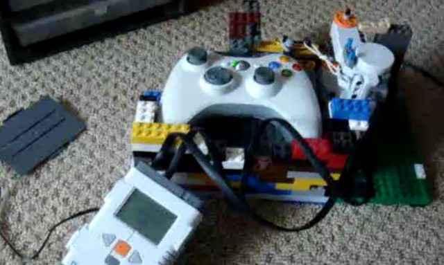 Un bot robotisé en Lego pour jouer aux jeux-vidéo