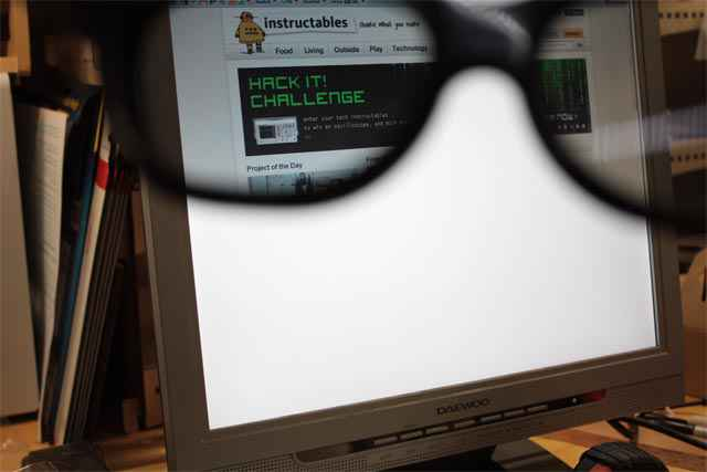Un écran d'ordinateur uniquement visible avec des verres polarisés