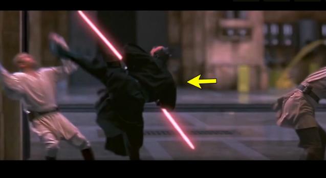 Une parodie des combats aux sabres laser