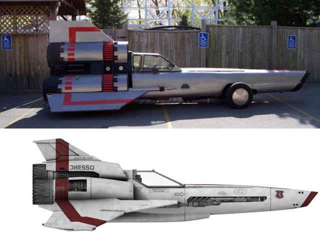 Un voiture modifiée en chasseur Viper (Battlestar Galactica)