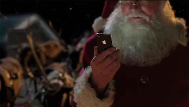Pub Apple avec le père noël et l'iPhone (Siri)