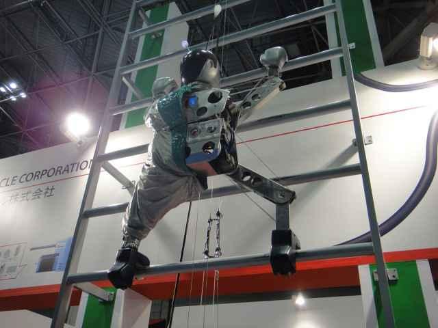 Un robot capable de grimper à une échelle