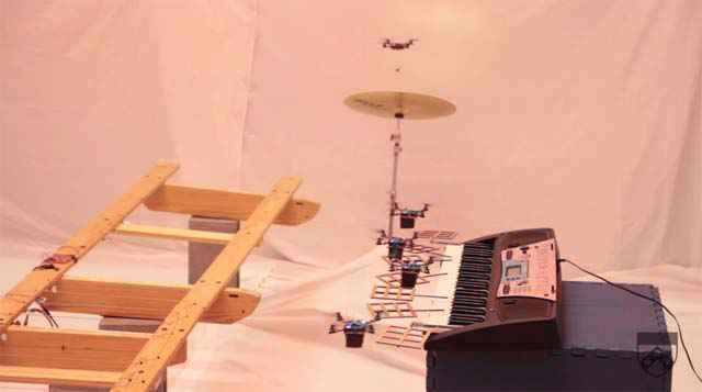 Des quadricoptères autonomes jouent la musique de James Bond