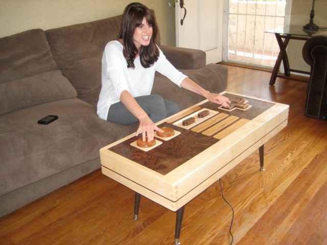 Jouez et tentez de remporter une table basse en forme de manette Nintendo en bois