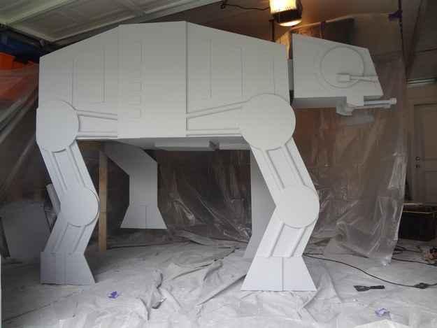 Star Wars - Un lit mezzanine en forme de quadripode impérial