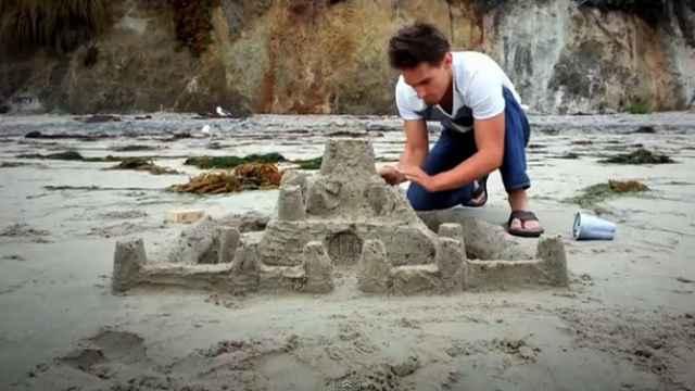 Freddie Wong | Sandcastle Sensei (Samsung Galaxy S3)