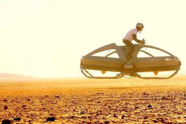 Un Hoverbike (moto volante) totalement fonctionnel