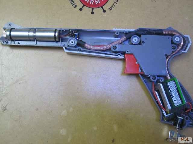Un NES Zapper transformé en véritable pistolet laser