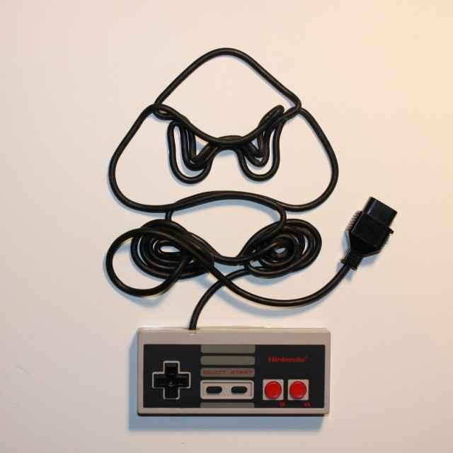 Des cordons de manettes Nintendo transformés en tableaux