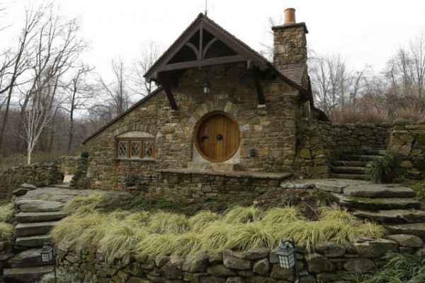 Un architecte construit une maison de Hobbit inspirée des dessins de Tolkien