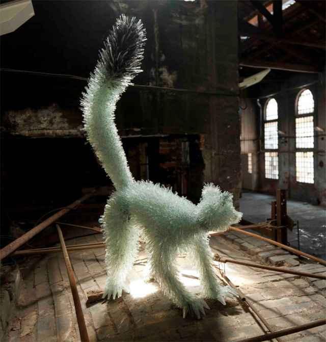Des sculptures d'animaux à base de morceaux de verre