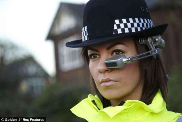 Le casque « Robocop » permettra aux policiers de voir à travers les murs et d'identifier des suspects juste en les regardant