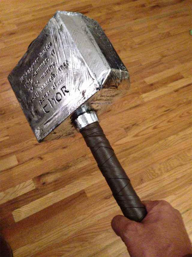 Combien pèse Mjöllnir, le célèbre marteau de Thor?