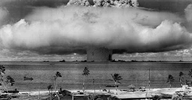 Spectaculaires photographies d'archives d'essais nucléaires sous-marins