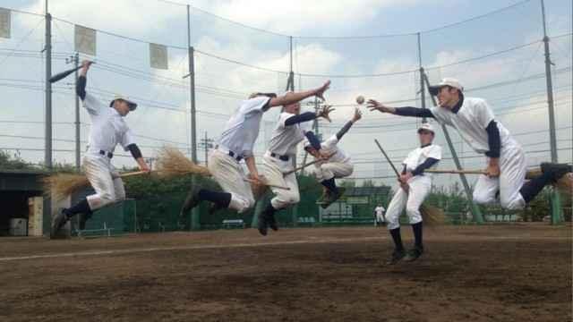 Les adolescents japonais Jouent au Quidditch