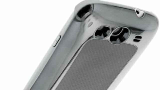 Test - Coque Batterie intégrée Carbone Métal Chromé IQD