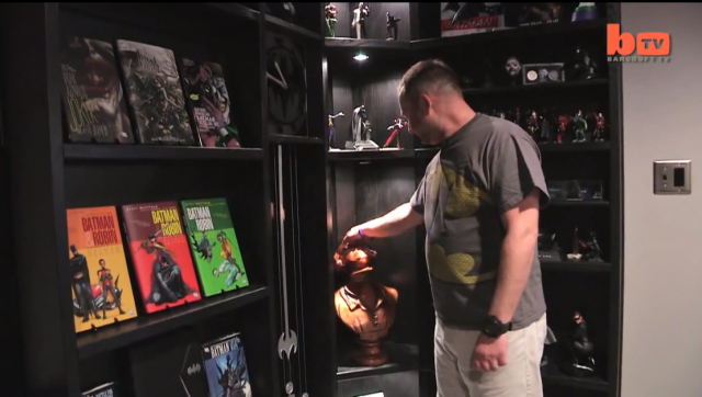 Une salle de cinéma privée cachée dans une véritable Batcave
