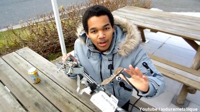 Un robot pour chaparder des canettes dans les distributeurs