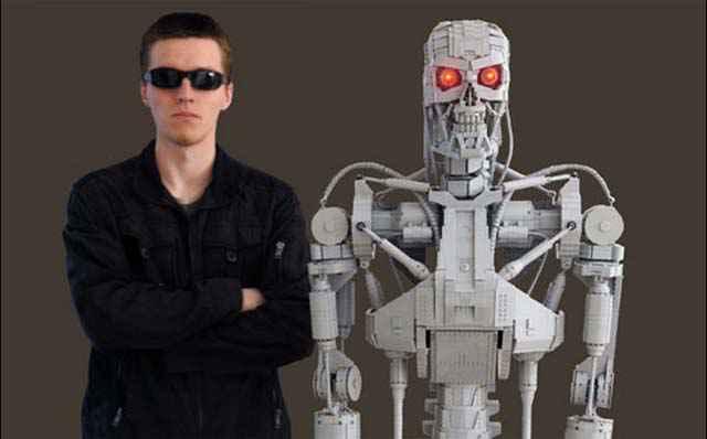 Un Terminator T800 grandeur nature intégralement réalisé en LEGO