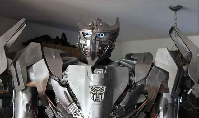 Un impressionnant cosplay de Transformer