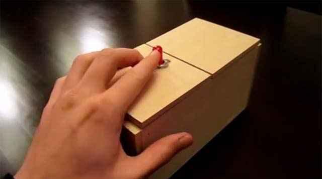 Une Useless Box intelligente