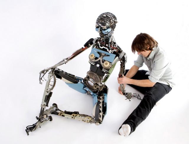 Des sculptures réalisées avec des pièces d'anciennes machines à écrire