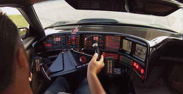 K.I.T.T - Il construit une réplique parfaite de la voiture de K2000