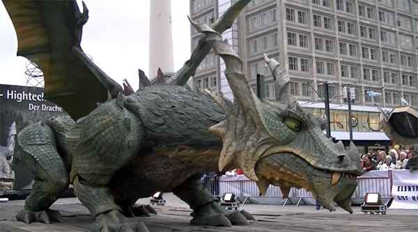 Tradinno - Le plus grand robot du monde est un énorme Dragon.