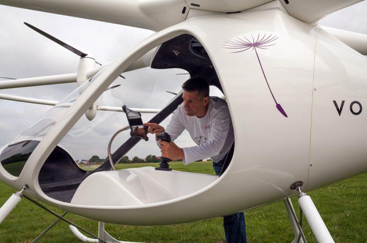 Volocopter un drone qui peut transporter deux passagers - Peut on coucher un refrigerateur pour le transporter ...