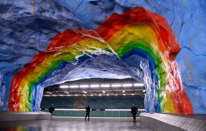 impressive-metro-subway-underground-stations-101__880-660x422
