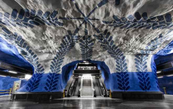 impressive-metro-subway-underground-stations-12__880-660x417
