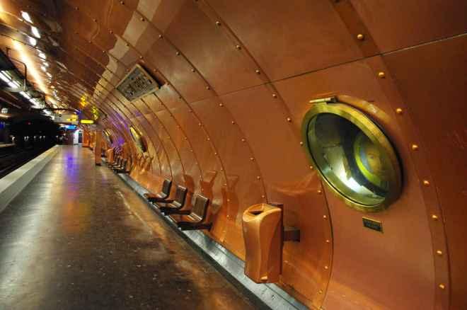 impressive-metro-subway-underground-stations-41-660x438
