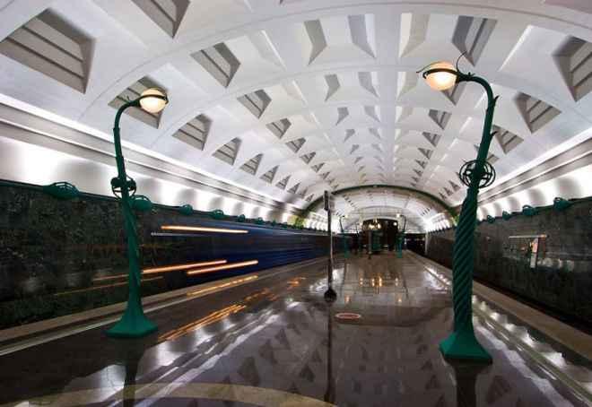 impressive-metro-subway-underground-stations-42__880-660x454