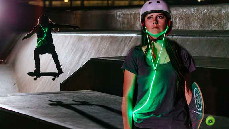GLOW-ecouteurs-intra-auriculaires-fluo-laser