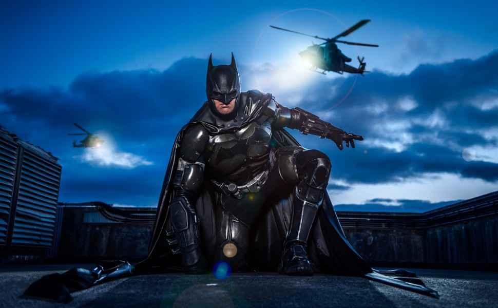 Badass Arkham-origines-Batman-Cosplay-001