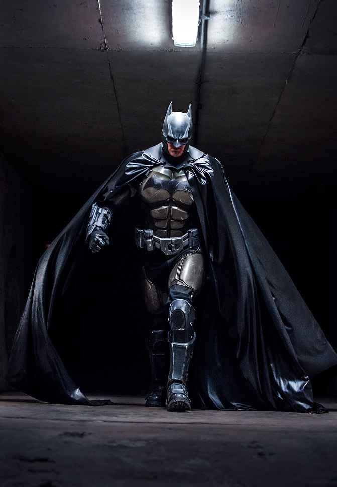 Badass Arkham-origines-Batman-Cosplay-002