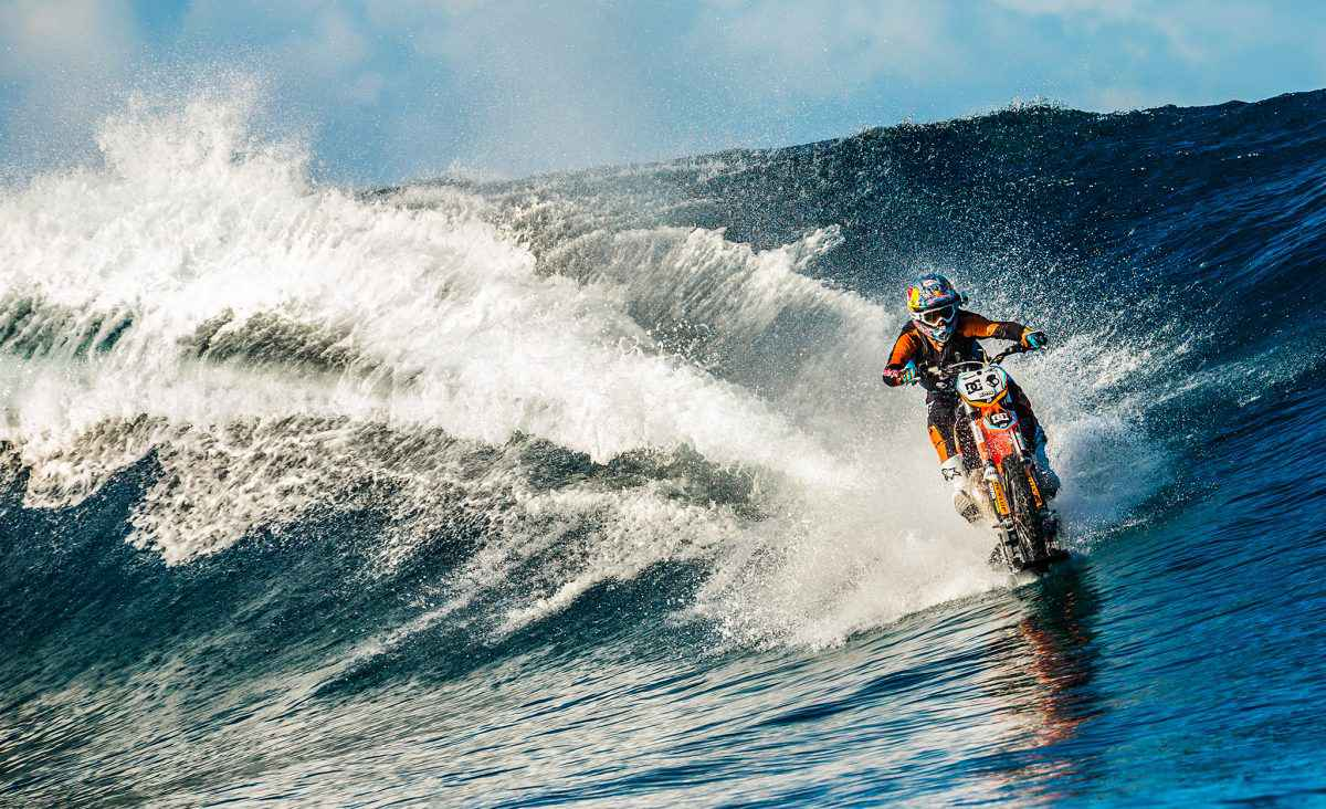 Robbie-Maddison-Moto-Surf-Water- 003