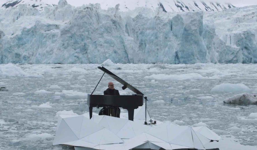 LudovicoEinaudi-piano-artic-Greenpeace-001