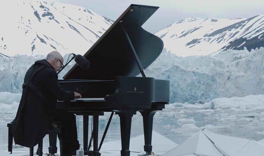 LudovicoEinaudi-piano-artic-Greenpeace-005