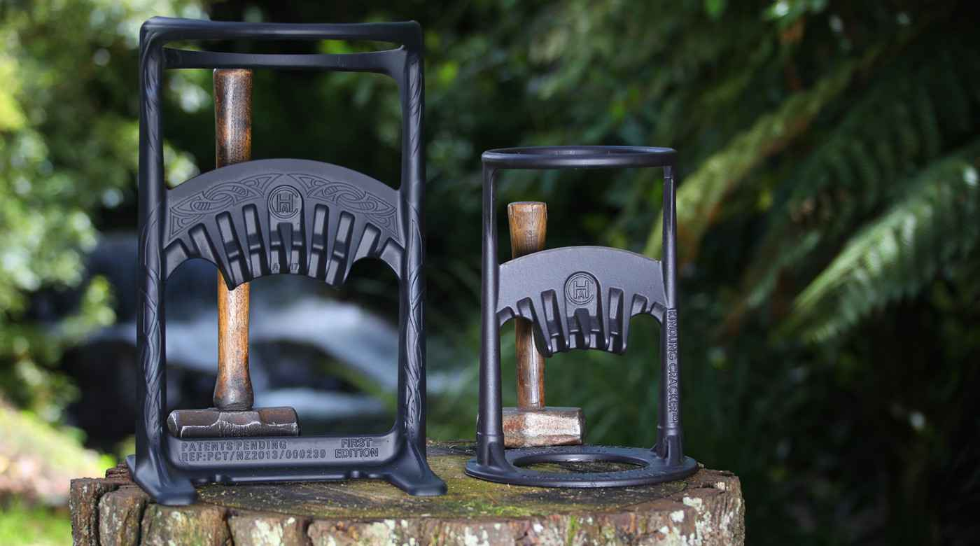 kindling cracker un outil pour fendre le bois sans effort. Black Bedroom Furniture Sets. Home Design Ideas