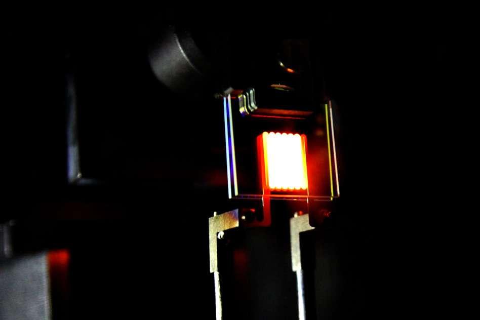 l 39 ampoule incandescence qui recycle la lumi re neozone. Black Bedroom Furniture Sets. Home Design Ideas