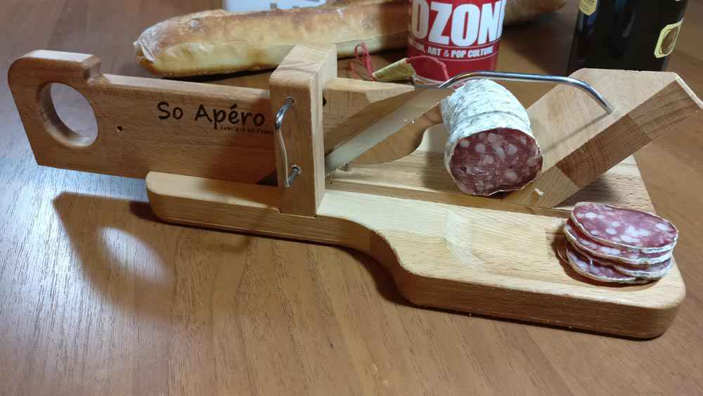La guillotine saucisson le gadget le plus cool pour couper du saucisson neozone - Machine a couper le saucisson ...