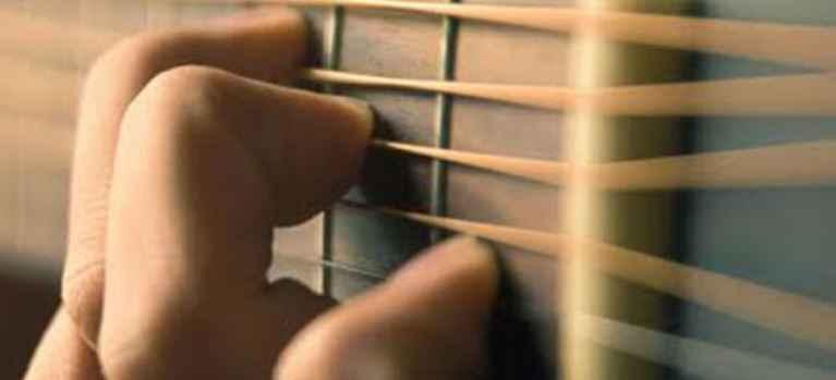 Utab, unechaîne dédiée aux amateurs de musique qui veulent apprendre à jouer de la guitare à l'aide de vidéos créées par des professionnels.
