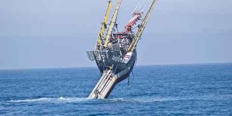 FLIP, la bateau de recherche qui pivote à la vertical