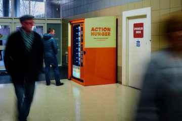 Des distributeurs de produits de première nécessité (gratuits) pour les SDF