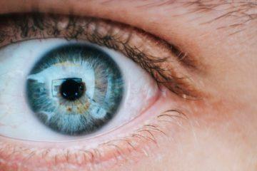Futuriste   grâce aux lentilles connectées nous aurons bientôt tous une  vision parfaite 361d91f971be