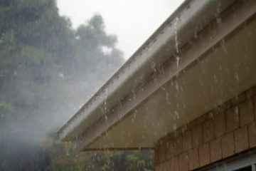 Un ingénieux filtre de toiture qui transforme l'eau de pluie en eau potable.
